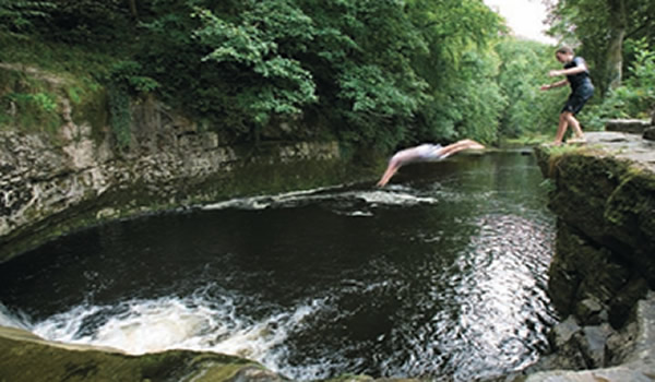 Wild Swim - River, Lake, Lido and Sea: the Best Places to Swim Outdoors in Britain